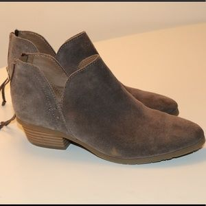 Kenneth Kole reaction low booties !! Lightly worn